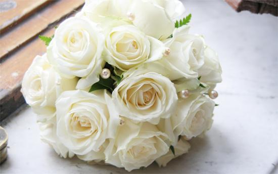 Букет из белых роз на свадьбу в подарок 1